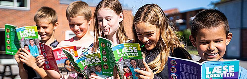 Børn læser i LæeRaketten